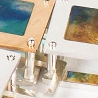 Amnésie des frontières, un bijou de Clémentine Correzzola, Bijoutière émailleuse – Enamelling jewelry