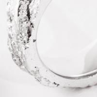 Épiderme, un bijou de Clémentine Correzzola, Bijoutière émailleuse – Enamelling jewelry