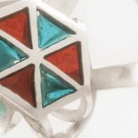 Equité, un bijou de Clémentine Correzzola, Bijoutière émailleuse – Enamelling jewelry