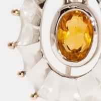 Lux, un bijou de Clémentine Correzzola, Bijoutière émailleuse – Enamelling jewelry