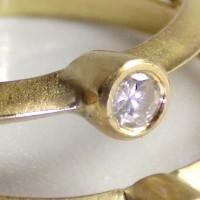 XXXX, un bijou de Clémentine Correzzola, Bijoutière émailleuse – Enamelling jewelry