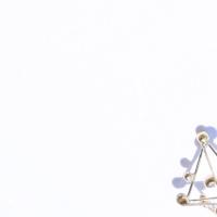 Ce que nous sommes, un bijou de Clémentine Correzzola, Bijoutière émailleuse – Enamelling jewelry